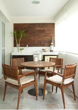 Projeto da arquiteta Patricia PasquiniUma,  optou por instalar uma pequena bancada com cooktop.